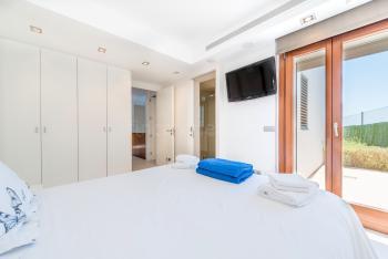 Schlafzimmer mit Klimaanlage, Sat-TV