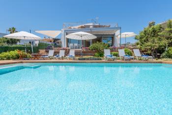 Villa mit Pool, Whirlpool und Klimaanlage