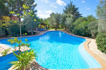 Strandnahes Ferienhaus mit Pool und Garten