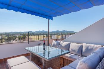 Möblierte Dachterrasse mit Panoramablick