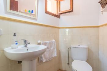 Gäste-WC im Erdgeschoss der Finca