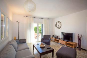 Wohnzimmer mit Internet und SAT-TV
