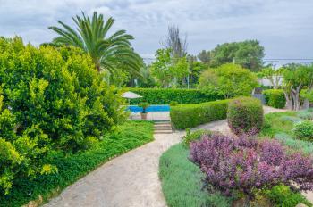 Gepflegter, privater Garten mit Pool
