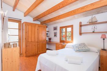 Schlafzimmer mit französischem Bett