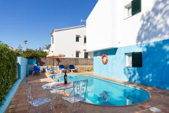 Apartment mit Pool in Cala Blanca