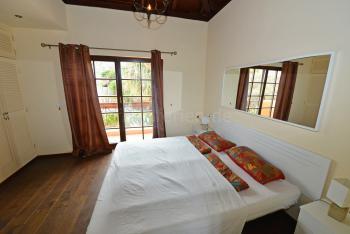 Schlafzimmer mit Balkon und