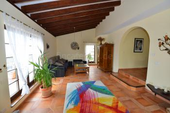 Wohnzimmer mit Sat-TV und Internet W-LAN
