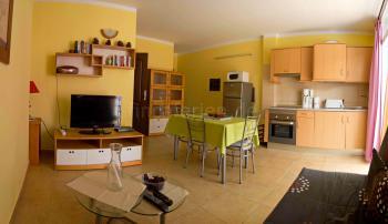 Offener Wohnbereich mit Küche