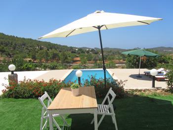 Apartment mit Pool bei Santa Agnès