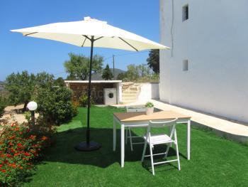 Private Terrasse mit Essplatz