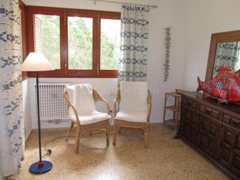 Sitzgelegenheiten und gemauerte