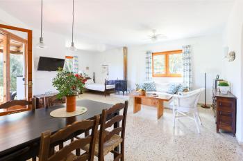 Essplatz, Sitzecke und Einzelbett