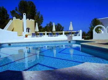 Stilvolle Ferienanlage mit Pool