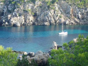 Romantische Bucht auf Ibiza