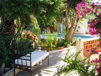Apartmentanlage bei Santa Eulalia mit Pool