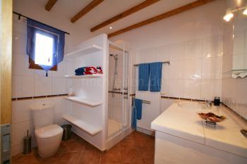 Duschbad mit Zentralheizung