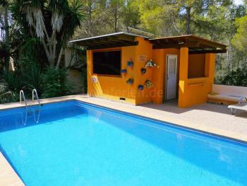 Pool und Sauna laden zum Relaxen ein!