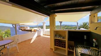Dachterrasse mit Küche und Essplatz