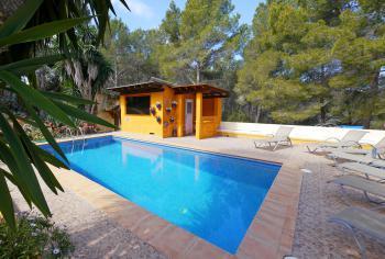Pool, Sauna und Sonnenterrasse