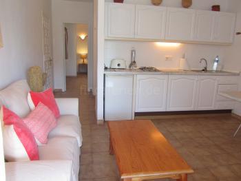 Offenes Wohnzimmer mit integrierter Küche