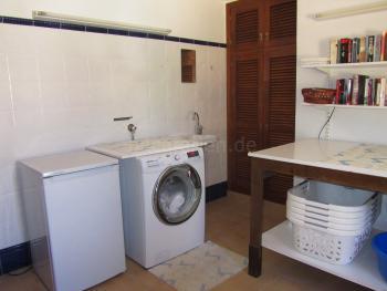 Hauswirtschaftsraum mit Waschmaschin