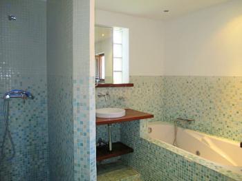 Bad en Suite mit Wanne (Jacuzzi) und Dusche