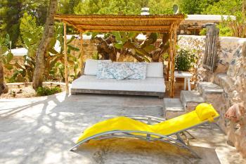 Relaxen im Schatten am Pool