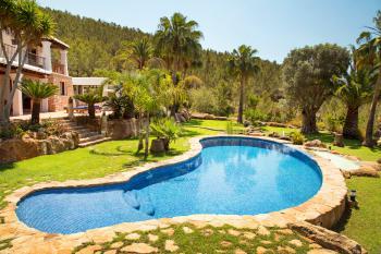 Komfortable Finca mit Pool bei Santa Eulalia