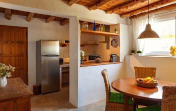 Moderne Küche mit Induktionsherd