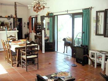Wohnnzimmer und offene Küche